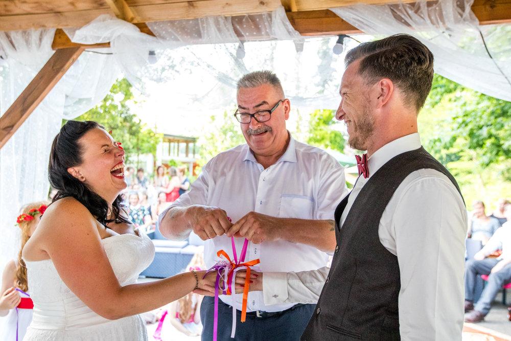 handvasting huwelijk ceremonie
