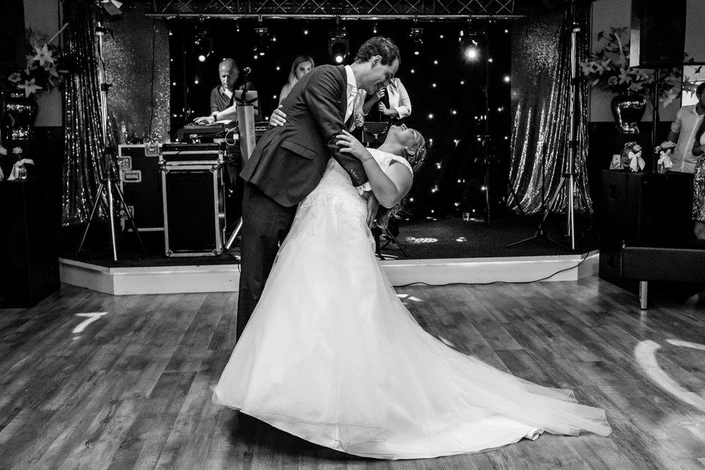 openingsdans bruidspaar zegveld bruidsfotograaf