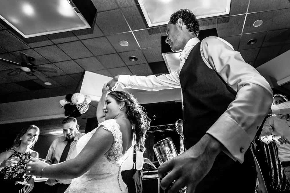 bruidspaar dansen zegveld trouwfeest