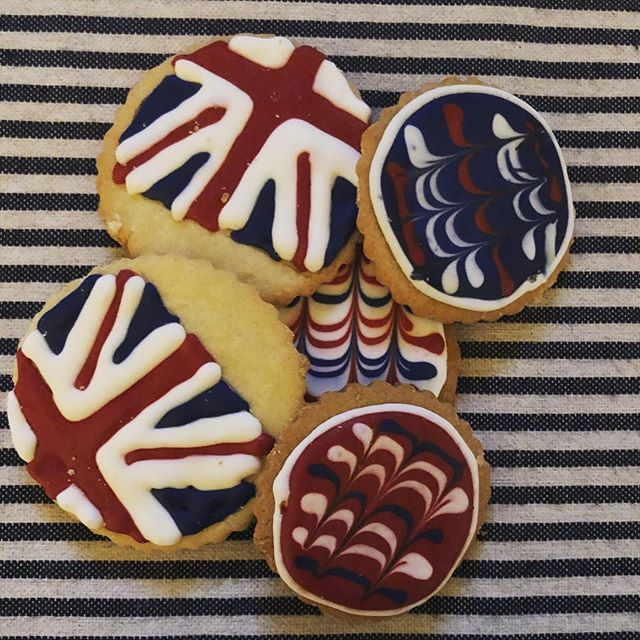 Look what arrived at our front door!! Beautiful and delicious homemade cookies by @beckybferguson what a wonderful surprise!! God Save the Queen #hospitality #english #british #tea #stayhere #dallasbloggers #bandb #traveltexas #waxahachie
