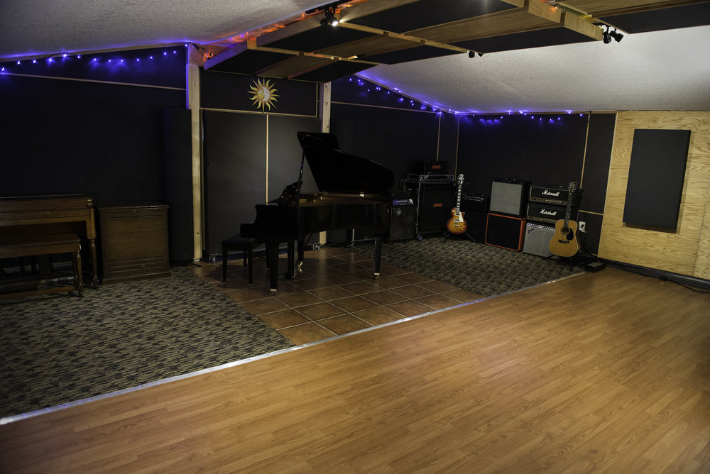 Studio_LiveRoom_Piano1.jpg