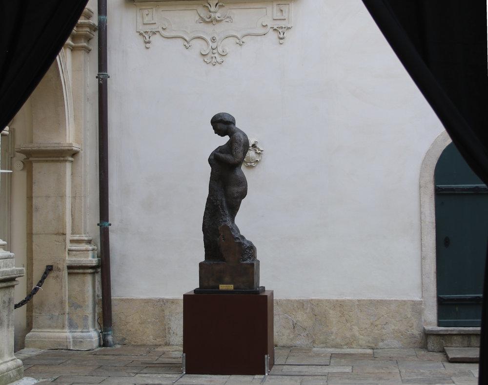 """Hommage à Courbet. Bronze, 1988-1995."