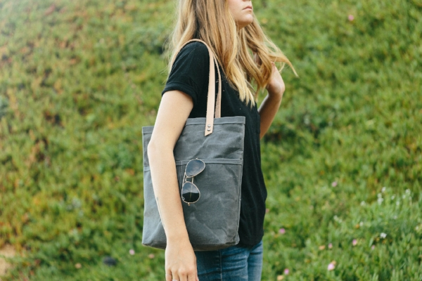 Oakland Tote in Charcoal