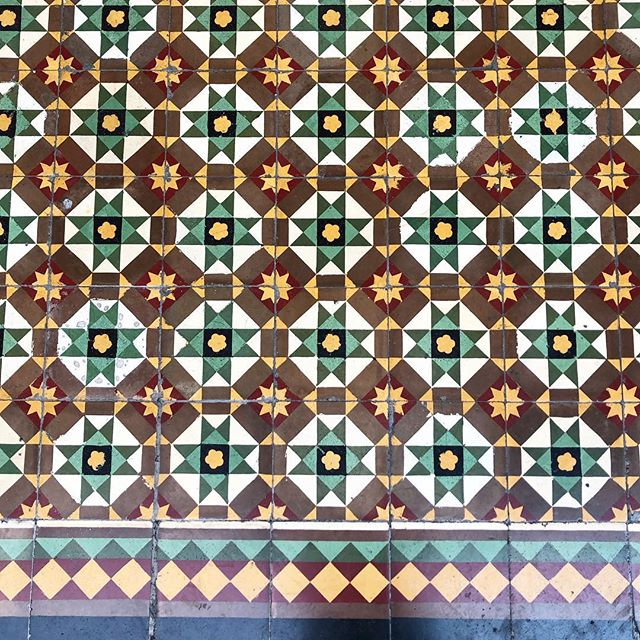 Just dying over these gorgeous 100 year old floor tiles in the Old Town of Phuket 😍 Imported from Italy. The historical design is still so evident and preserved, wonderful to see! . . . #flooring #pattern #geometry #italianmade #phuket #thailand #design #interiordesign #inspo #studiojwdesign