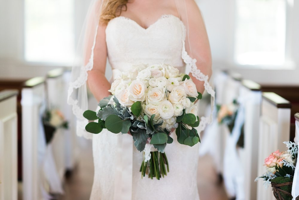 White and green bouquet | Kyle & Erin | Scarbrough Wedding | Children's Harbor | Laura Wilkerson Photography