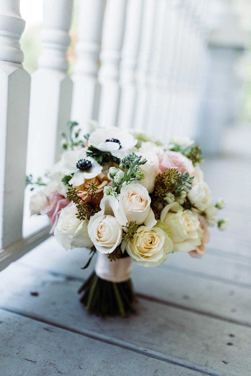 BRIDE'S BOUQUET| ELEGANT SPRING WEDDING AT THE SONNET HOUSE | TJ & SHELBY | JOHNSON WEDDING