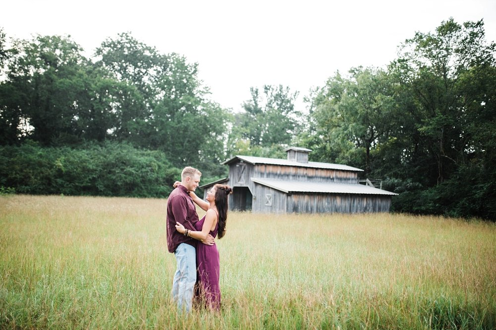 A SUNRISE ENGAGEMENT SESSION IN ALABAMA | BRANDON & BROOKE | FIELD | BARN