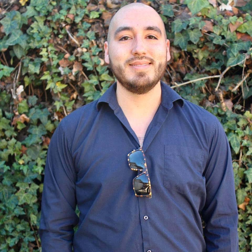 Luis Luna Headshot.jpg