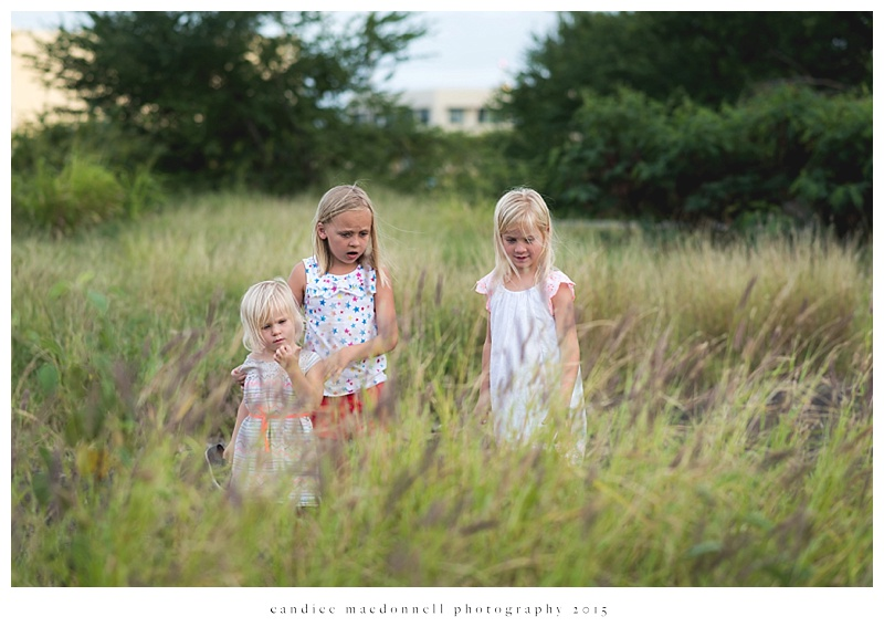 children discovering something © candice macdonnell photography