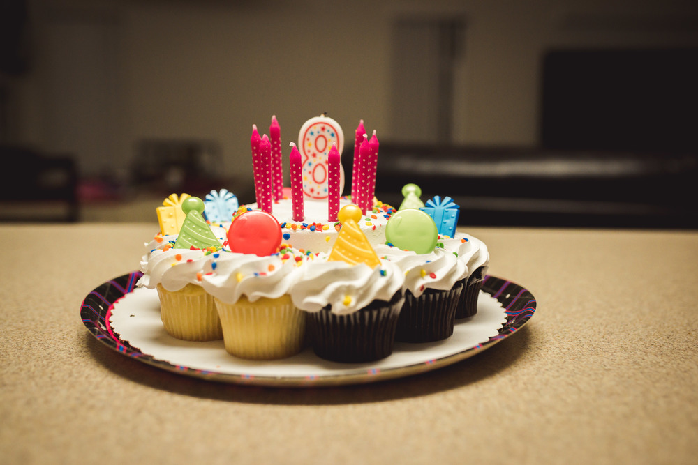 Is this not the cutest cake/cupcake combo ever?