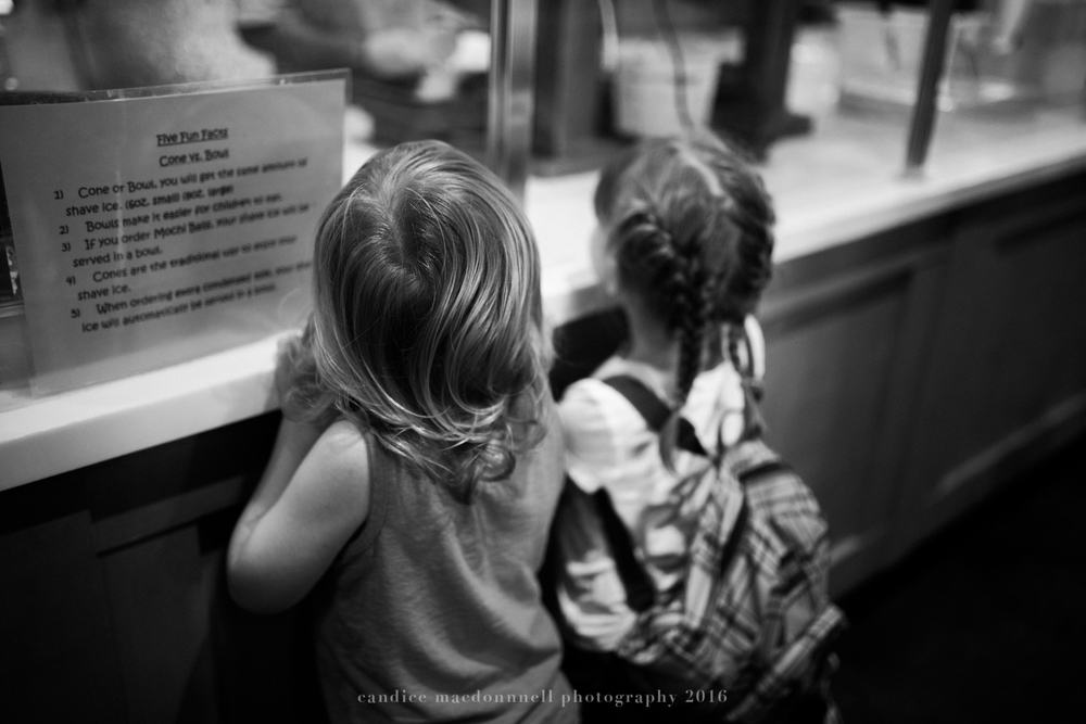 getting snow cones at matsamatos kids in the military when it's time to move away - best friend session oahu hawaii family documentary photographer