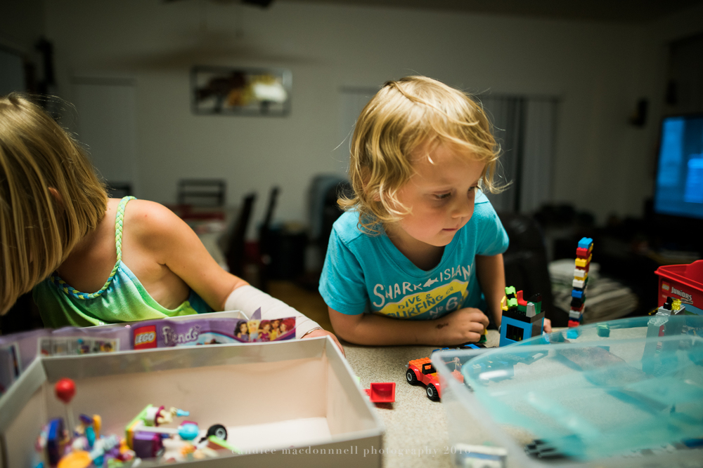 boy playing with legos lifestyle photographer oahu hawaii
