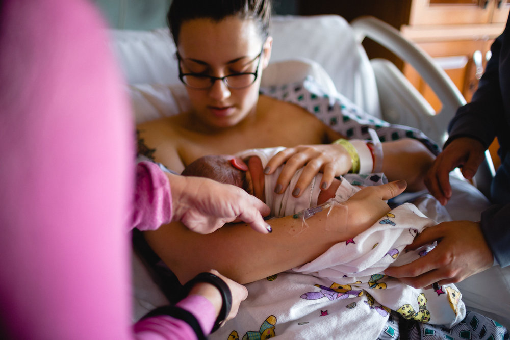 mother breastfeeding flw photographer
