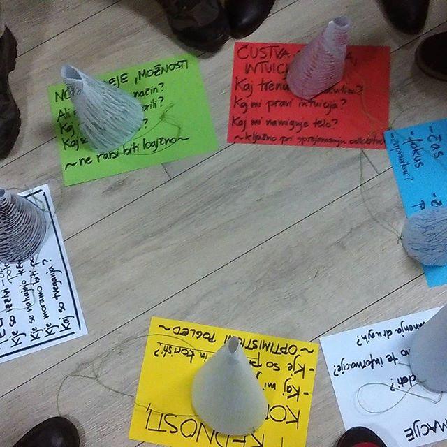 Včeraj smo na Odprti sredi iskali rešitve s pomočjo metode 6 klobukov razmišljanja in se pri tem imeli prav fino. #delatgrem