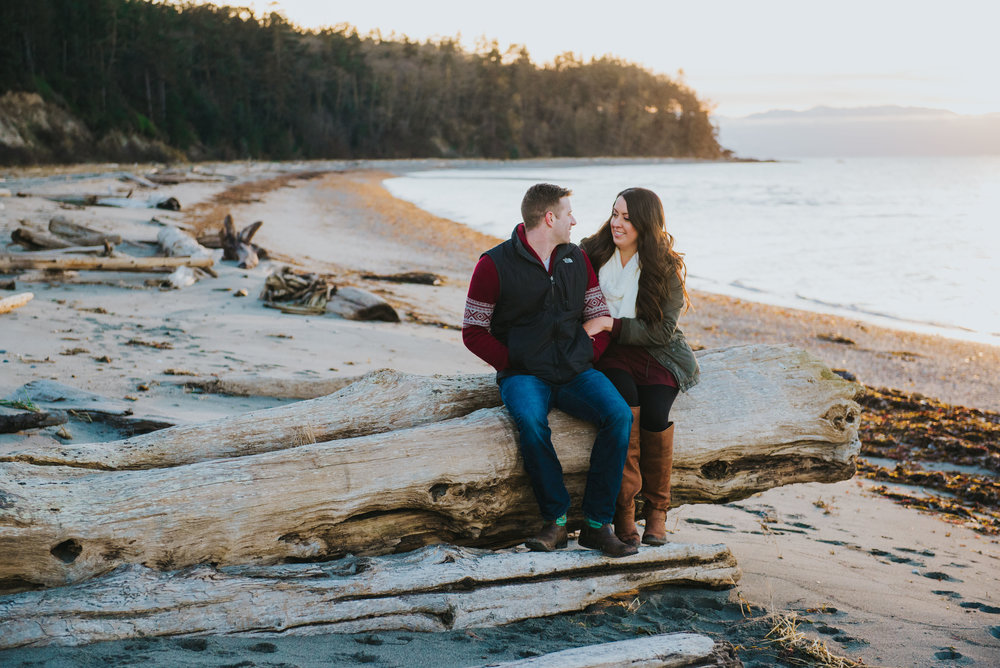 Oak-Harbor-Couples-Photographer (17 of 20).jpg