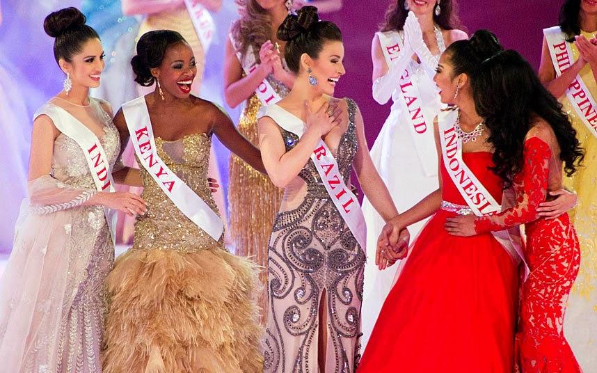 Julia Gama (c) foi uma das vencedoras do prêmio Beauty With a Purpose, tendo como causa oficial a luta contra a hanseníase no Brasil.