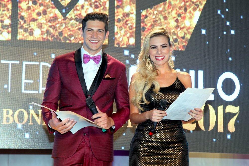 Carlos Franco e Erika Schneider: beleza e carisma na apresentação do Miss & Mister SP 2017.