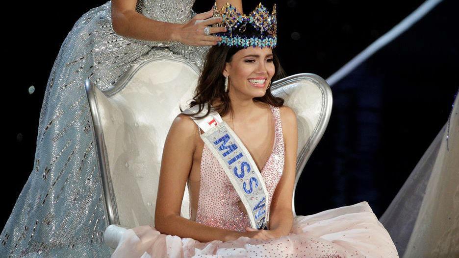 Momento de coroação da nova Miss Mundo, Stephanie Del Valle, de Porto Rico.