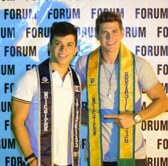 Jonathas Lucas, o novo Mister Alagoas, ao lado do Mister Brasil Carlos Franco.