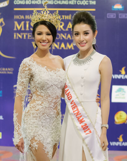 Ariska, a Miss Grand International 2016, ao lado de Nguyen Tran Huyen My, Miss Grand Vietnã 2017.