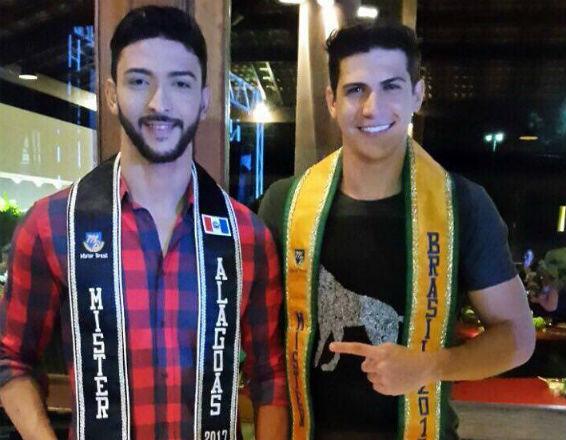 João Lucas de Piranhas assume o título de Mister Alagoas 2017. Ele recebeu a faixa das mãos do Mister Brasil Carlos Franco (divulgação).