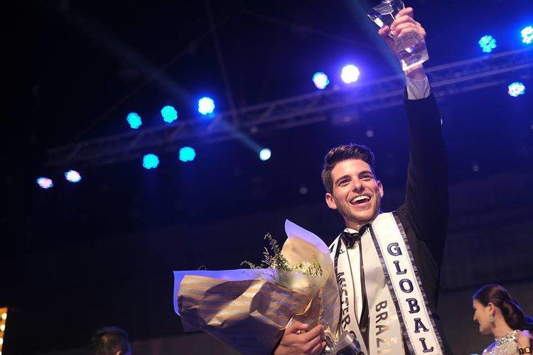 Pedro Gicca tornou-se hoje o quarto brasileiro a ganhar um concurso do