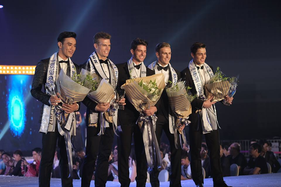 O top 5: Vietnã (quinto lugar), África do Sul (vice-Mister Global), Pedro Gicca do Brasil (Mister Global 2017), Inglaterra (terceiro lugar) e Chile (quuarto lugar).