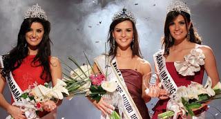 O top 3 teve a mineira Tamara Almeida (c), eleita Miss Mundo Brasil 2008, e duas princesas paranaenses: Vivian Noronha Cia, vice-Miss Mundo Brasil, e Anelize Garcia, terceira colocada.