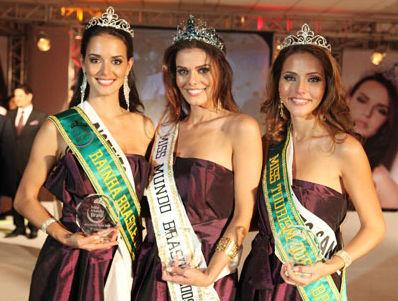 Da equerda para a direita: Livia Nepomuceno (DF), teceiro lugar, Luciana Bertolini (RR), a vencedora, Livia Pratissoli (ES), vice-Miss Mundo Brasil.