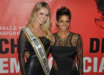 Sancler Frantz, Miss Brasil World 2013, e Halle Berry, Miss Estados Unidos World e finalista do Miss Mundo 1986, hoje uma das maiores estrelas de Hollywood .