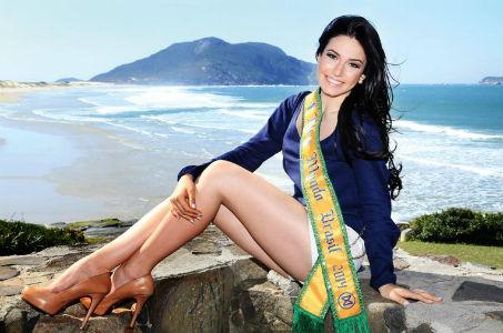 Julia Gama, gaúcha eleita Miss Mundo Brasil 2014 posa para a revista CARAS no Costão do Santinho (CARAS).