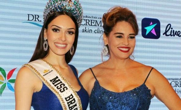 Gabrielle Vilela, a Miss Brasil Mundo 2017, recebeu sua faixa das mãos de Suzy Rêgo, atriz da Rede Globo que em 1984 participou do mesmo concurso e ficou em segundo lugar.