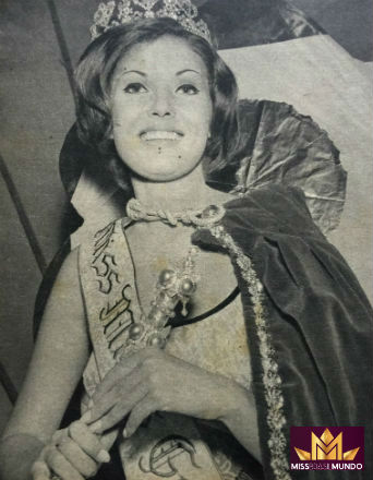 Berenice Lunardi ao ser eleita Miss Minas Gerais. O terceiro lugar no Miss Brasil lhe garantiu a participação no Miss Mundo, em Londres (Manchete).
