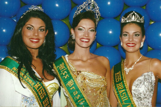 Top 3 de 2000: Maria Fernanda do RS (3), Josiane do MT (Universo) e Francine de SC (Miss Brasil Mundo 2000).