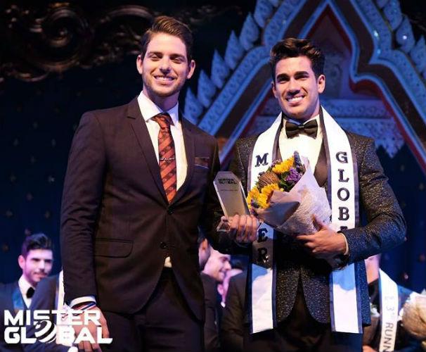 Do Brasil para os Estados Unidos: Pedro Gicca colocou a faixa em Dario Duque, norte-americano de origem cubana eleito Mister Global 2018, na Tailândia.