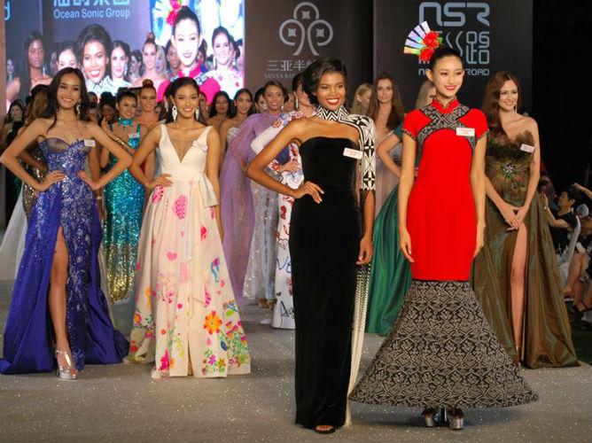 Na opinião dos jurados, esses são os mais belos vestidos do Miss Mundo. Um passo à frente, África do Sul e China, as ganhadoras do prêmio de melhor vestido. Logo atrás estão, da esquerda para a direita, as finalistas da Malásia, Tailândia e Portugal.