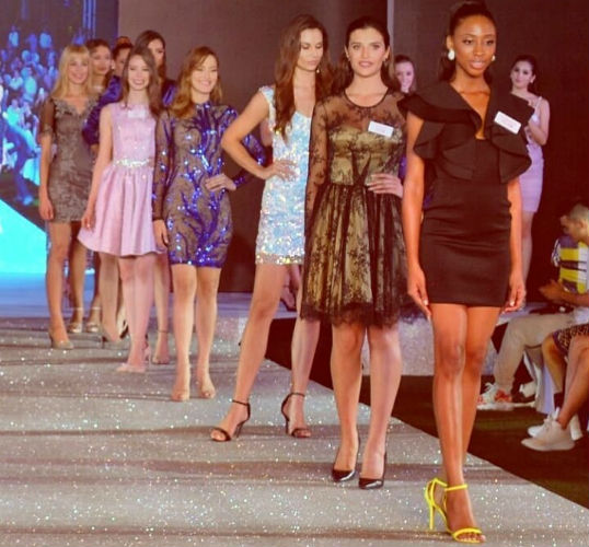 Nossa Miss Brasil Mundo Jéssica Carvalho entre as semifinalistas do Top Model, prova vencida pela candidata francesa.