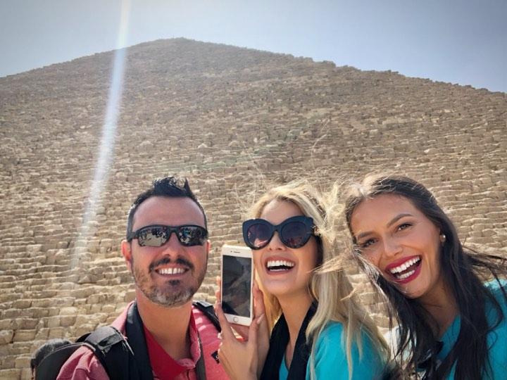 Leonardo Rodrigues, Tayná e Karine, em momento único: a visita às milenares pirâmides de Giza!
