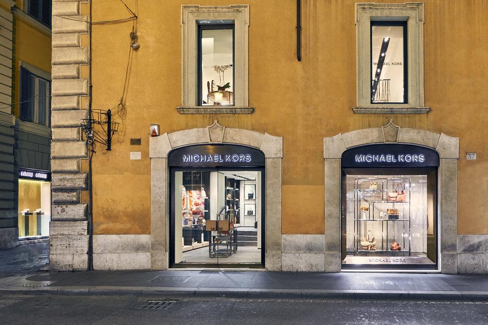 MK Roma, Via de' Condotti