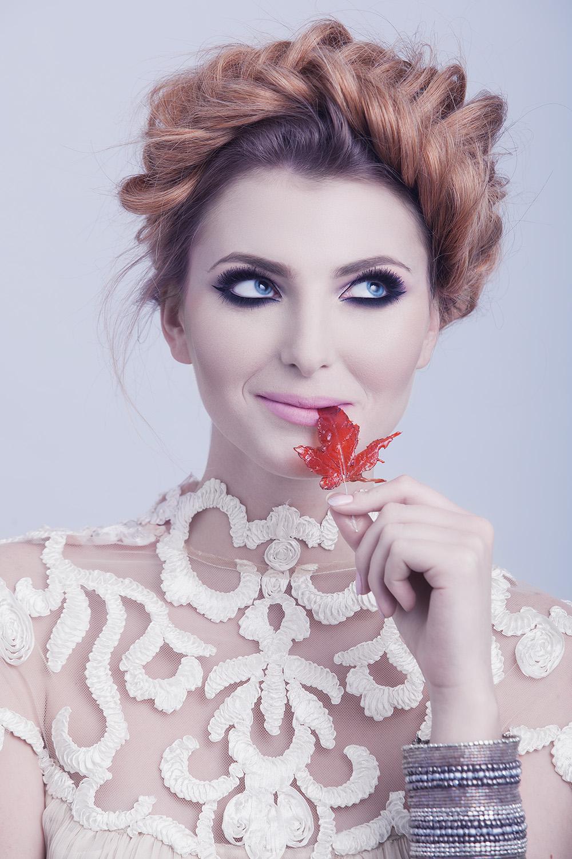 Fotograf: Tiberiu Arsene; Makeup:Irina Mihaita; Hairstyle: Alina Miclos; Model: Arz Karin; Styling: Luminita Faurescu;