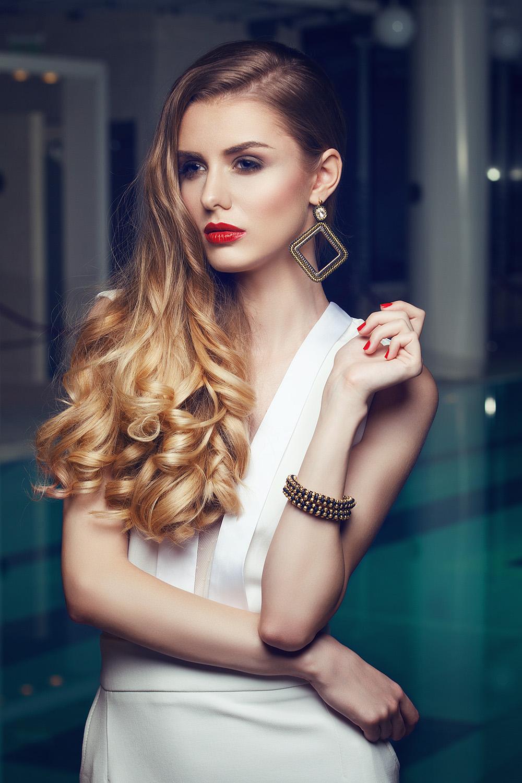 Fotograf: Tiberiu Arsene; Makeup: Yona Mogan; Hairstyle: Mr & Ms Smith Brasov; Outfit: BELIV; Accesorii; Artizana Beadwork; Model: Lavinia Stegaru;