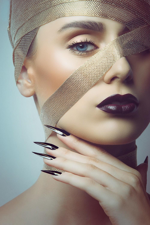 Fotograf: Tiberiu Arsene; Makeup: Traviata Paduraru; Hairstyle: Adonis Enache; Styling: Alexandra Calafeteanu; Model: Iulia Teutan;