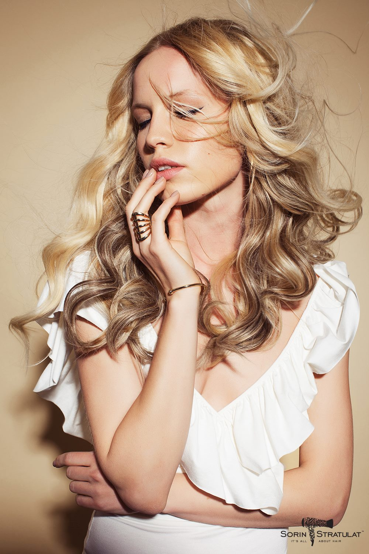 Fotograf: Tiberiu Arsene; Makeup: Ioana Stratulat; Hairstyle: Sorin Stratulat; Styling: Jim&Gee; Model: Andreea Cohut;