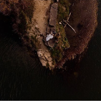 To more drone shots in 2019 🤩👍🏻 • • • • • #drone #dji #dronestagram #drones #droneoftheday #aerialphotography #dronefly #aerial #dronelife #djiglobal #dronephotography #droneweddingphotography #wisconsinbride #bride #wisconsinweddingphotographer #weddinginspo #risingtidesociety #wibride #wisconsinwedding #wisconsinblogger #engaged #midwestphotographer #justalittleloveinpso #loveintentionally  #huffpostido #lovestories #belovedstories #muchlove_ig #unconventionaltogs #wildandcrazylove
