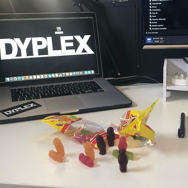 Sometimes we get a little distracted in the studio.... 🤷🏻‍♂️🤷🏼‍♂️ . . . . . . . . . . #musicproducer #musicproduction #jellybabies #sweets #djproblems #producerproblems #distractions #ableton #recordbox #dyplex #applemacbook #music #housemusic #techhouse #bass #dj #getbacktowork #dreaming #art #sweetart #weekend