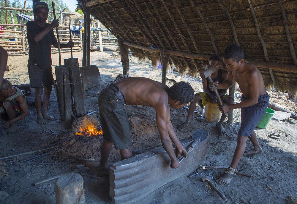 Hier wird das wichtigste Ackergerät Madagaskars produziert.