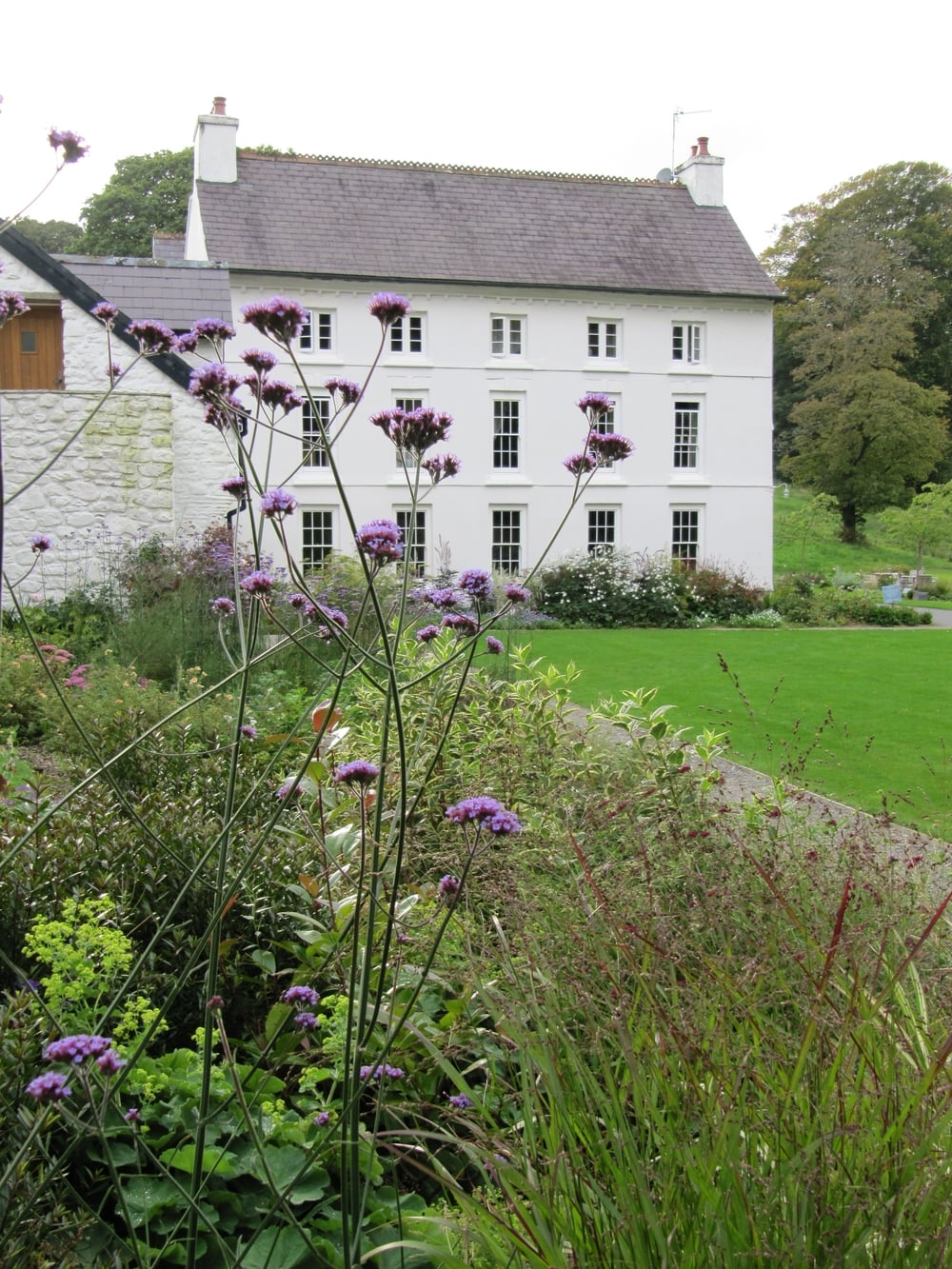 In a former country farmhouse, now a boutique hotel, the garden remains an important setting for the beautiful building and links it to the surrounding landscape.