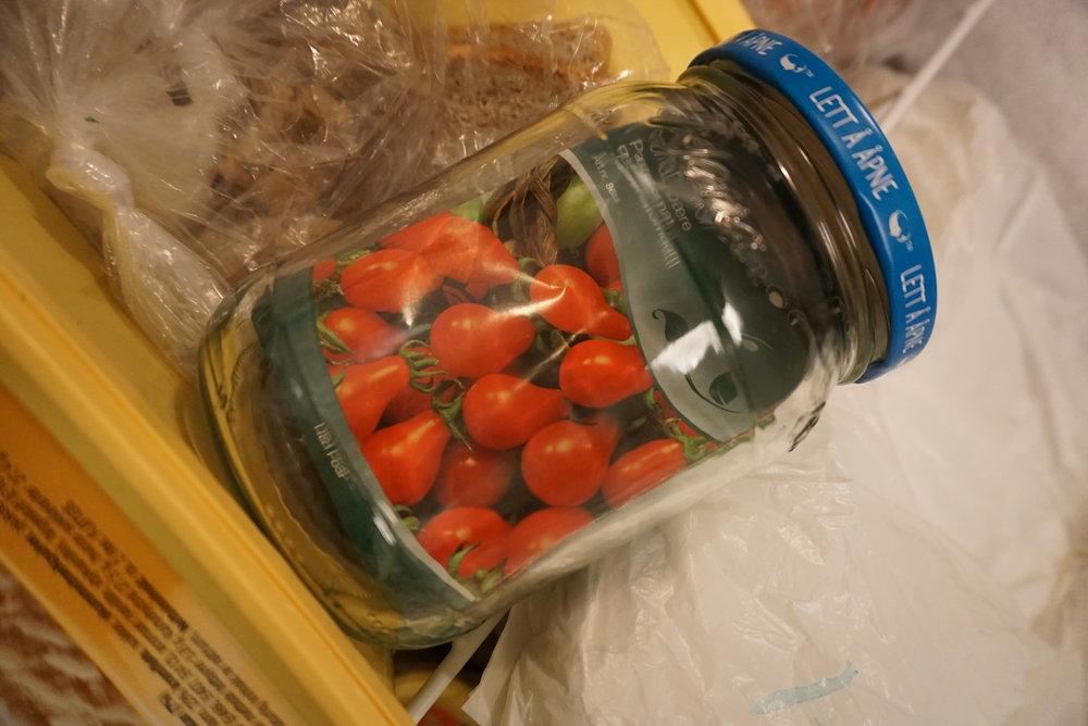 Tørre frø i et tett og tørt glass kan holde seg svært lenge i en vanlig fryseboks.
