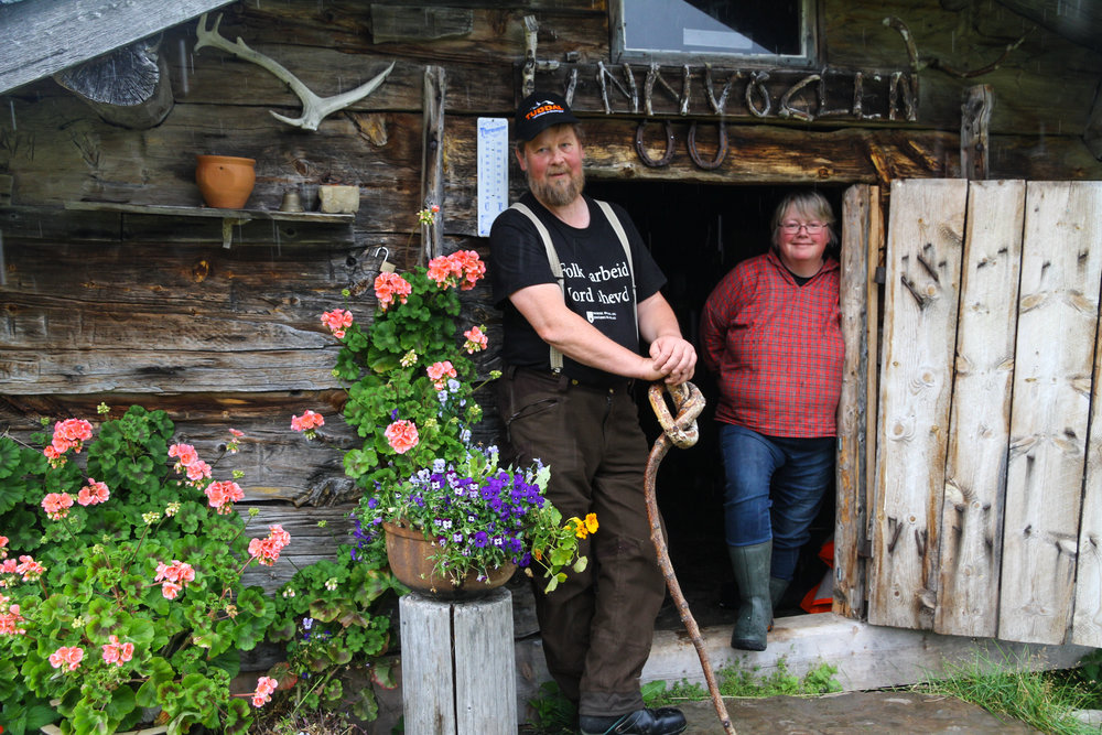På 900 moh i Tuddal finner Bent og Grete roen tre måneder hver sommer.