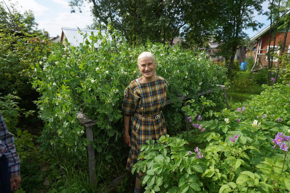 Det gamle ekteparet nord for Arkhangelsk dyrket det meste av det de trengte på jorden rundt huset - og de levde godt